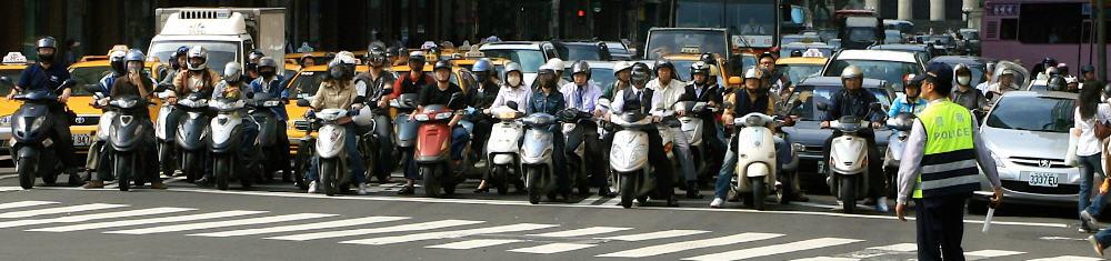 taiwan - taipei - scooters at stop light