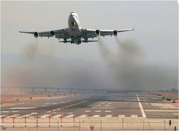 airplane takeoff pollution