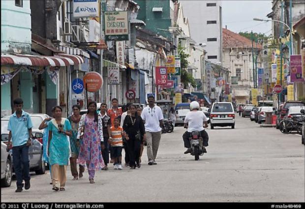 penang Gorge Town women walking 1