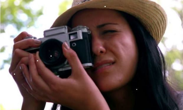 woman-camera-focusing-bird-watchers-guide-smaller